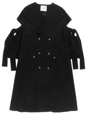 芸能人鳴海理沙・文字フェチ刑事が未解決の女 警視庁文書捜査官で着用した衣装コート