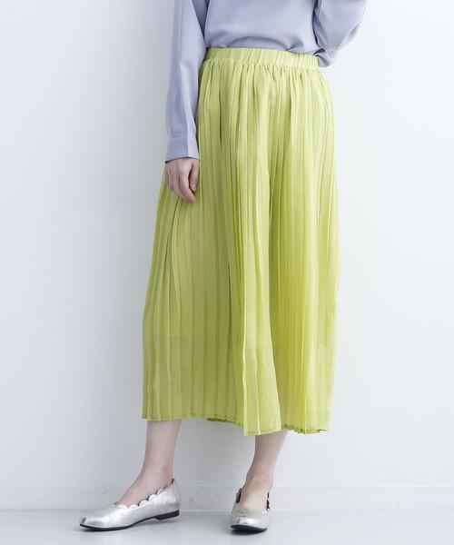 芸能人がメレンゲの気持ちで着用した衣装カットソー、スカート