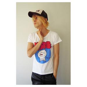 芸能人がキュウソネコカミ仙台ライブで着用した衣装ミイライラストTシャツ