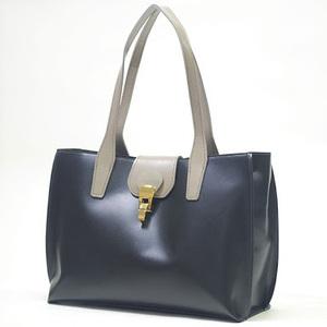 芸能人木下香織・治験コーディネーターがブラックペアンで着用した衣装バッグ
