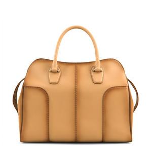 芸能人ダー子がコンフィデンスマンJPで着用した衣装バッグ