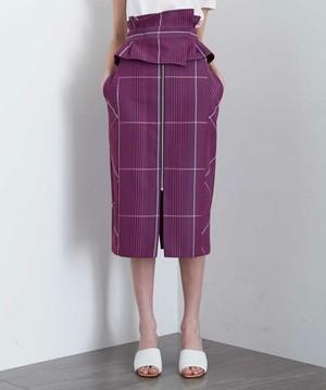 芸能人入間瑛理奈・専業主婦がモンテ・クリスト伯で着用した衣装スカート