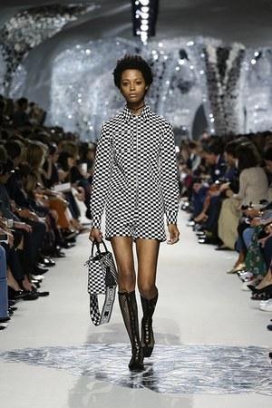 芸能人西留めぐみ・大財閥の令嬢で人気モデルが花のち晴れ~花男 Next Season~で着用した衣装ワンピース、シューズ