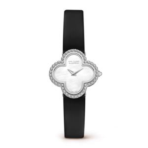 芸能人伊東千紘・人事部長がMissデビル 人事の悪魔・椿眞子で着用した衣装腕時計