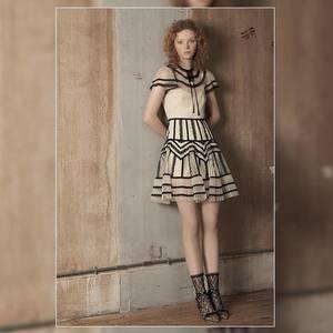 芸能人がしゃべくり007で着用した衣装シャツ/スカート