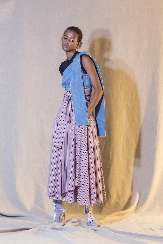 芸能人がギリギリ昔話で着用した衣装シューズ、ジュエリー、パンツ、ニット、カットソー