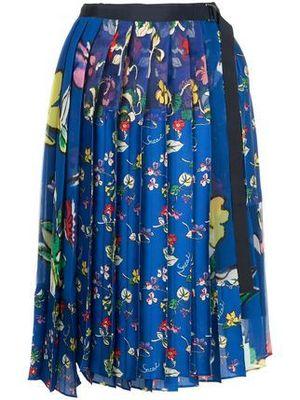 芸能人がCM キリンレモンで着用した衣装スカート