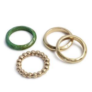 芸能人が雑誌 CM NOWで着用した衣装指輪