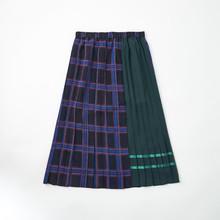 芸能人がシューイチで着用した衣装カットソー、スカート
