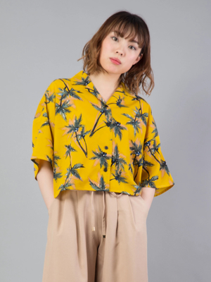 芸能人奥園千絵梨・編集部員がサバイバル・ウェディングで着用した衣装シャツ
