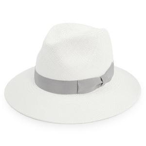 芸能人が雑誌で着用した衣装帽子
