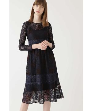 芸能人黒木さやか・半年以内に結婚しなければならない出版社社員がサバイバル・ウェディングで着用した衣装ワンピース