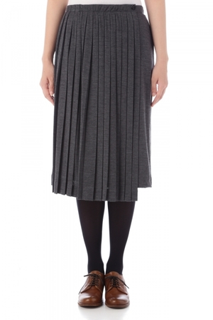 芸能人がきょうは会社休みます。で着用した衣装スカート