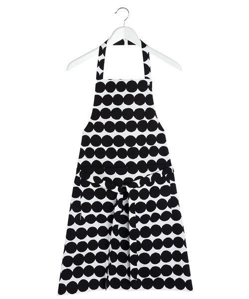 芸能人三浦多香子・編集者でさやかの同期がサバイバル・ウェディングで着用した衣装キッチン用品