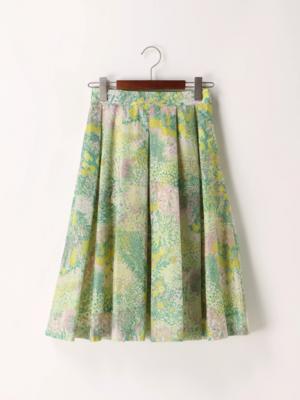 芸能人平ワコ・31歳、映画館でバイト中が恋のツキで着用した衣装スカート