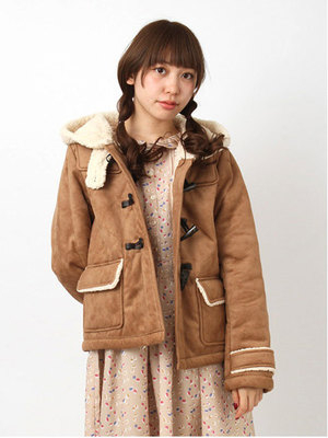 芸能人大島優子が銭の戦争で着用した衣装コート