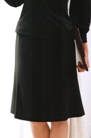 芸能人が万灯で着用した衣装スカート
