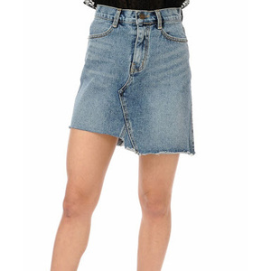 芸能人山崎未夏・一華の友達で女子大生が探偵が早すぎるで着用した衣装スカート