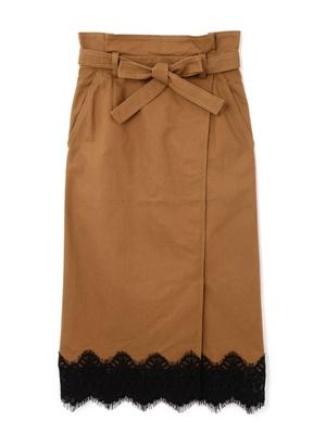 芸能人黒木さやか・半年以内に結婚しなければならない出版社社員がサバイバル・ウェディングで着用した衣装スカート