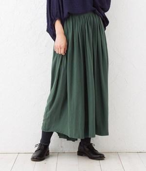 芸能人新庄千秋・図書館で出会った女性が高嶺の花で着用した衣装マキシスカート