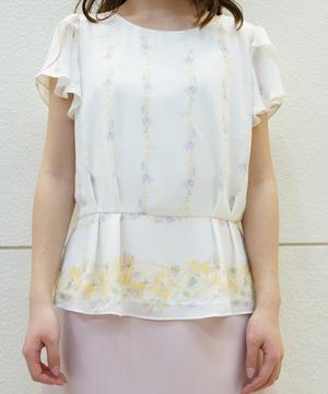 芸能人月島なな・次女が高嶺の花で着用した衣装ブラウス