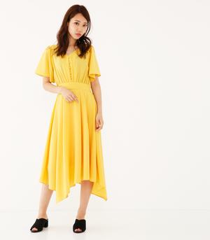 芸能人桐生汐里・美少女転校生、チアダンス部設立に燃えるがチア☆ダンで着用した衣装ワンピース