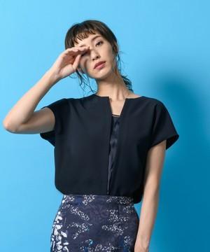 芸能人春日桜子・ゆり子の姉、敏腕ウエディングプランナーがヒモメンで着用した衣装ブラウス