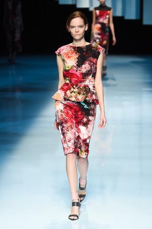 芸能人月島ルリ子・ももの継母が高嶺の花で着用した衣装セットアップ