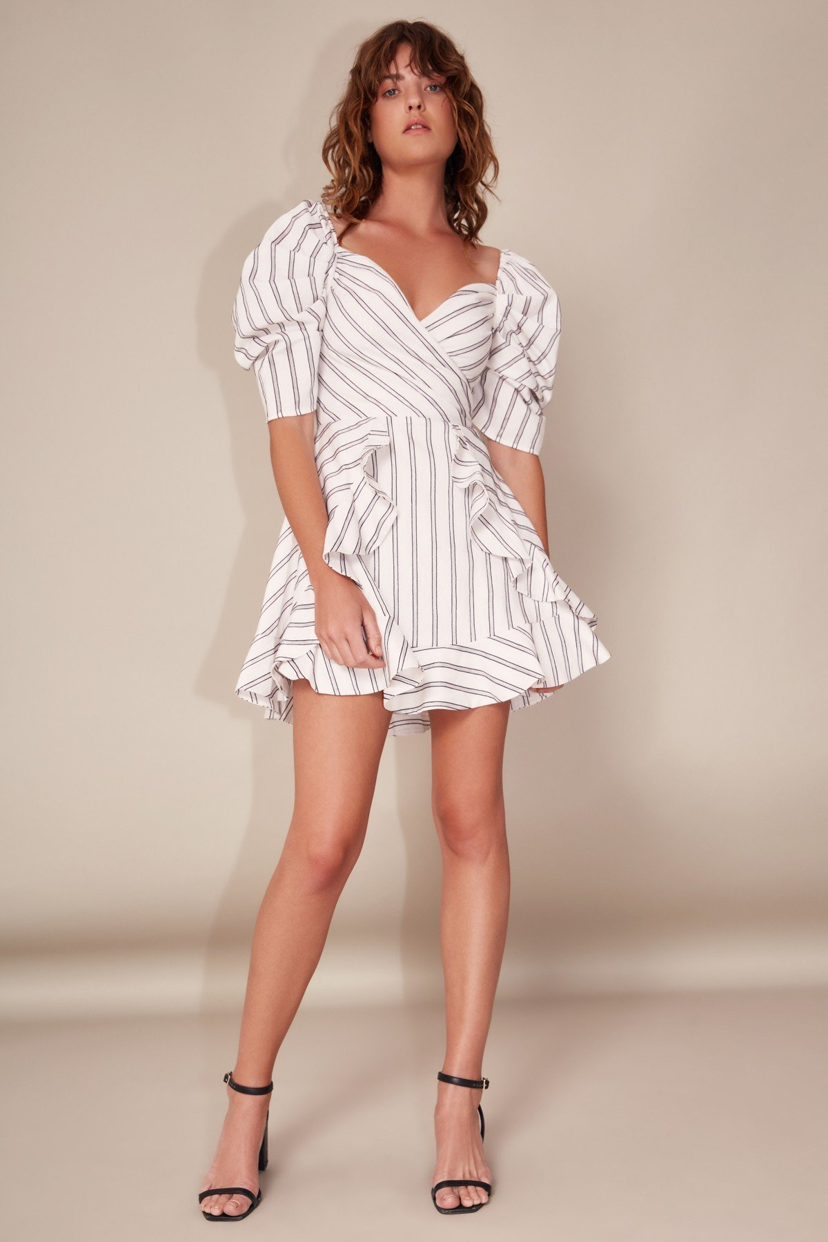 C/MEO COLLECTIVEのMOMENTS APART SHORT SLEEVE DRESS IVORY STRIPE