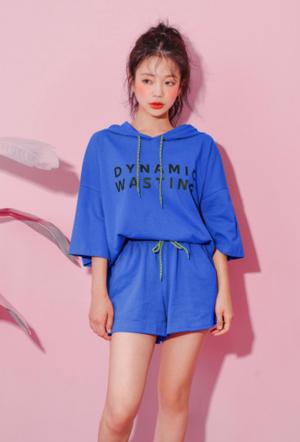 芸能人柴田茉希・チアダンス部所属がチア☆ダンで着用した衣装パーカー