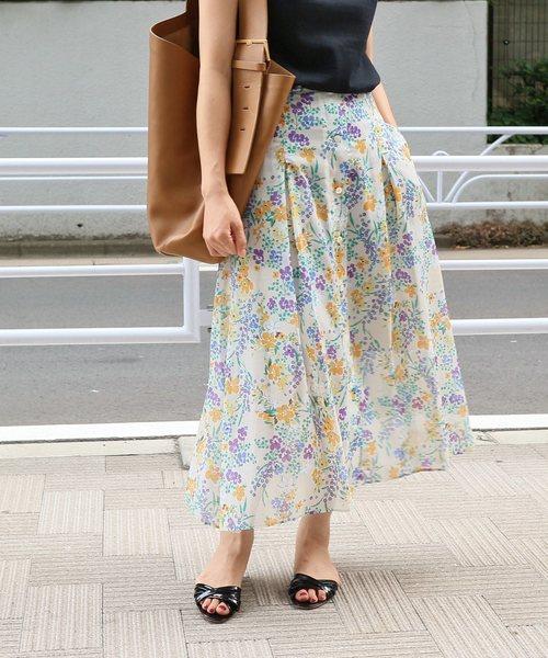 芸能人がサバイバル・ウェディングで着用した衣装スカート