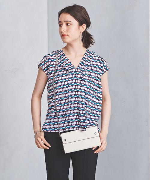芸能人三浦多香子・編集者でさやかの同期がサバイバル・ウェディングで着用した衣装シャツ / ブラウス