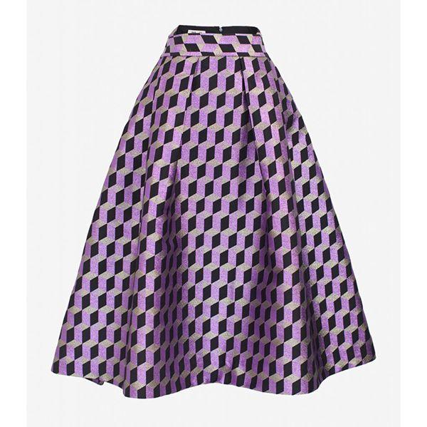 芸能人が誰だって波瀾爆笑で着用した衣装ブラウス、スカート