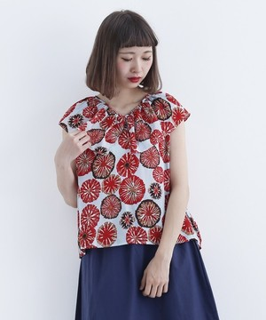 芸能人今村佳代子・喫茶店のママが高嶺の花で着用した衣装ブラウス