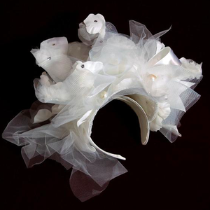 芸能人が香水パルフェタームールイベントで着用した衣装服飾小物