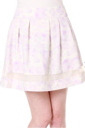 芸能人大島優子が銭の戦争で着用した衣装スカート