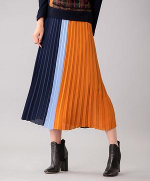 芸能人がヒモメンで着用した衣装スカート