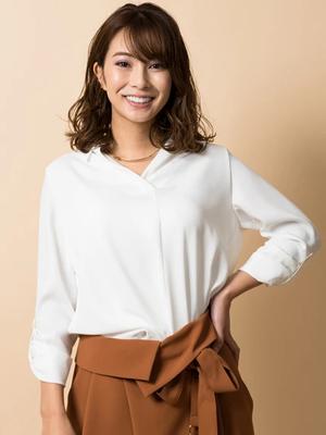 芸能人春日桜子・ゆり子の姉、敏腕ウエディングプランナーがヒモメンで着用した衣装シャツ
