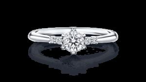 芸能人黒木さやか・半年以内に結婚しなければならない出版社社員がサバイバル・ウェディングで着用した衣装指輪