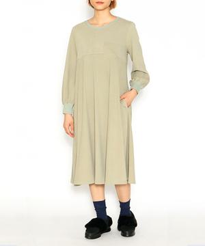 芸能人奥園千絵梨・編集部員がサバイバル・ウェディングで着用した衣装ワンピース