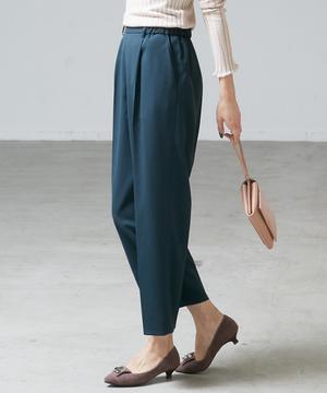 芸能人がinsで着用した衣装パンツ