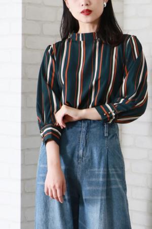 芸能人がニュース930で着用した衣装シャツ/ブラウス