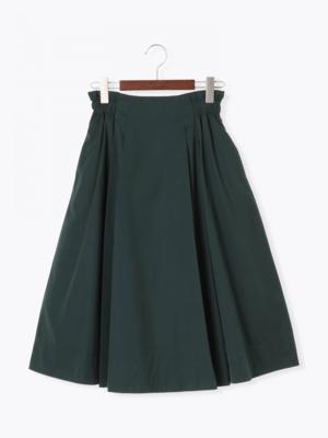 芸能人がニュース930で着用した衣装スカート