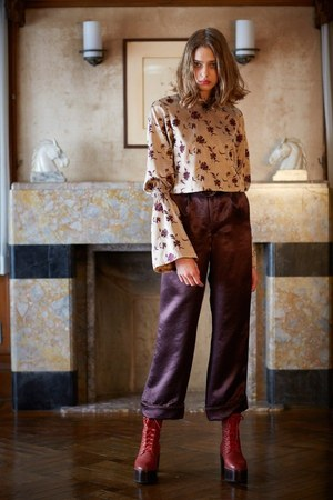 芸能人が林先生が驚く初耳学!で着用した衣装スカート、ニット、カットソー