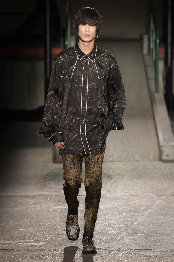 芸能人がMUSIC STATION ウルトラFES2018で着用した衣装シャツ / ブラウス