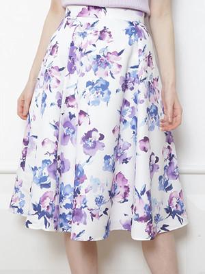 芸能人栗原美里・戦略系愛され女子がサバイバル・ウェディングで着用した衣装スカート