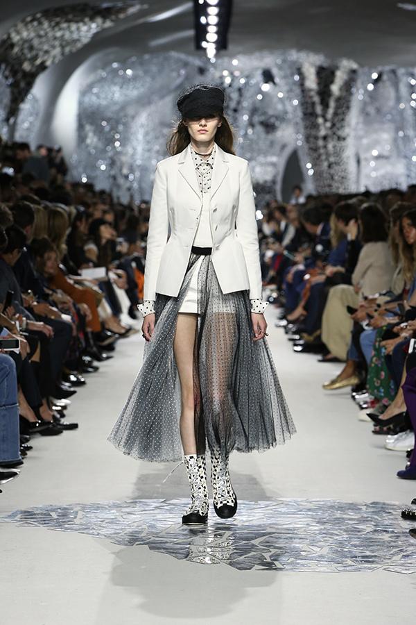 芸能人がこれで見納め!安室奈美恵引退スペシャル!!で着用した衣装アウター、ブラウス、スカート