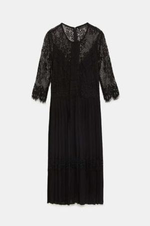 芸能人三浦多香子・編集者でさやかの同期がサバイバル・ウェディングで着用した衣装ワンピース