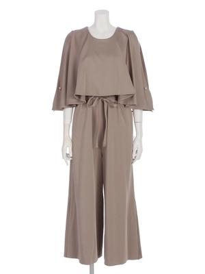 芸能人杉優子・編集部員でワーママがサバイバル・ウェディングで着用した衣装ロンパース