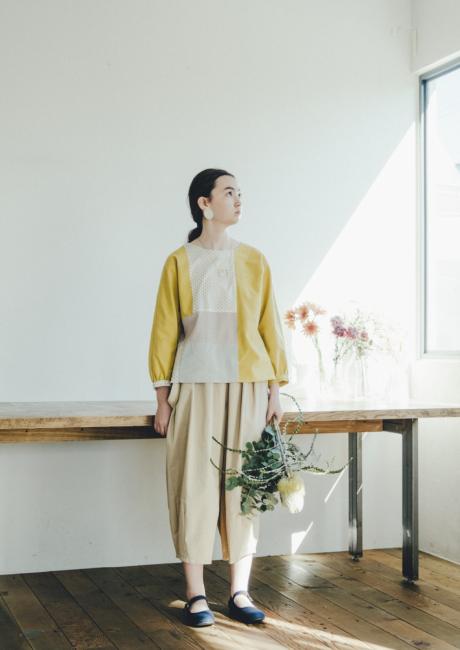 芸能人平ワコ・31歳、映画館でバイト中が恋のツキで着用した衣装シャツ / ブラウス